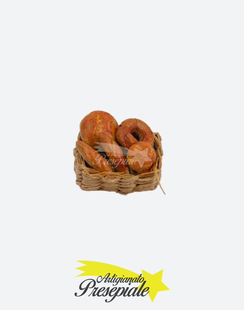 Cestino con pagnotte di pane