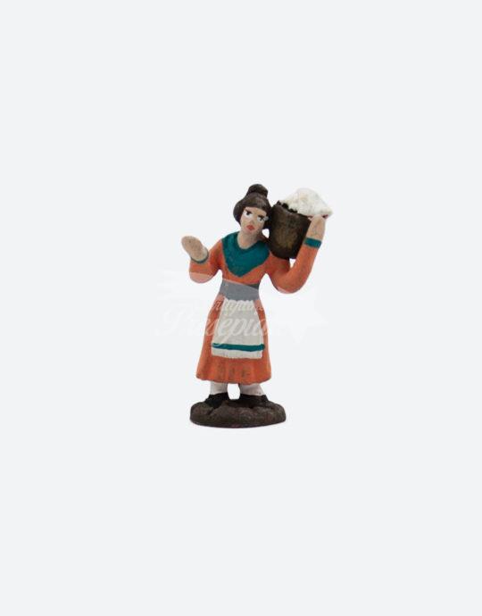 Donna in terracotta con cestino 5 cm