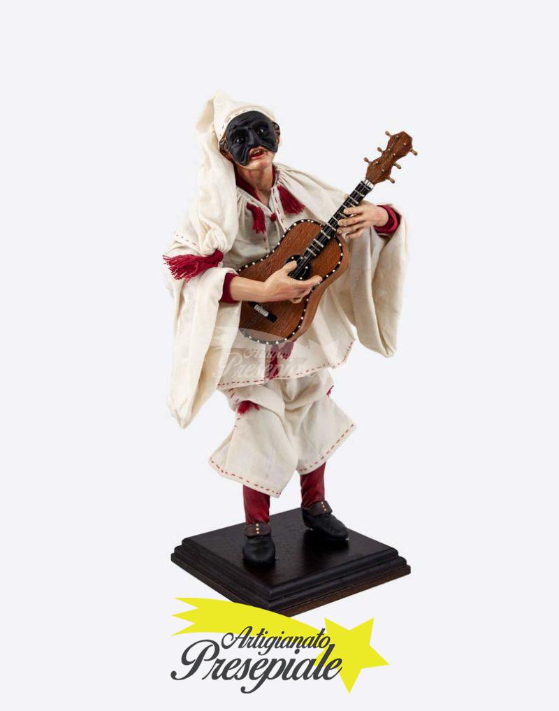 Pulcinella suonatore di chitarra