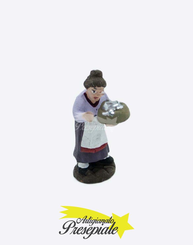 Donna con cesto di alici 5 cm