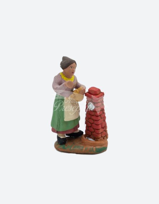 Donna alla fontana 7 cm