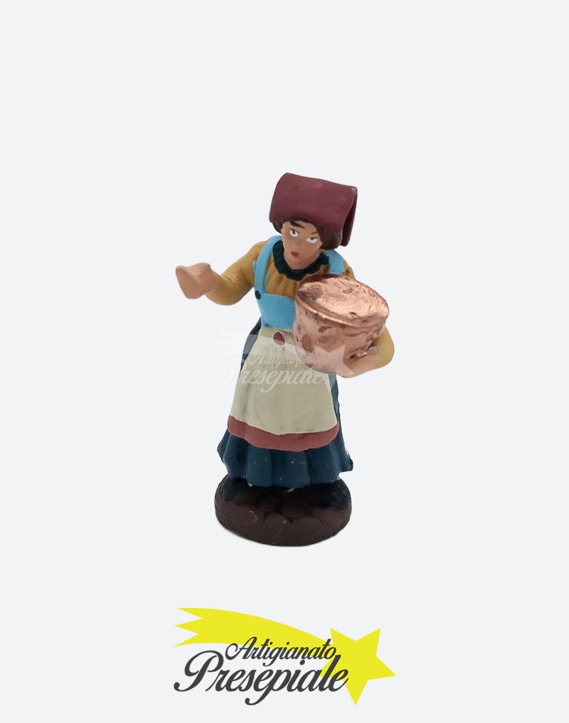 Donna con pentola di rame 7 cm