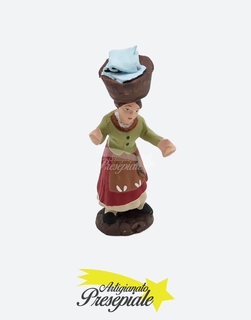 Donna con cesto di panni 7 cm