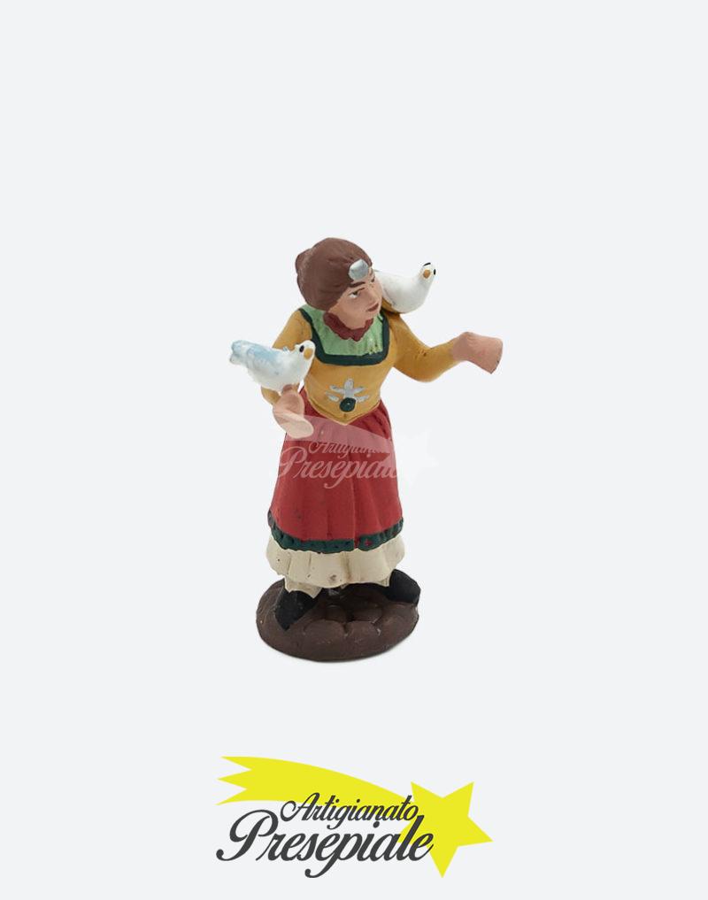 Donna con colombi in spalla 7 cm