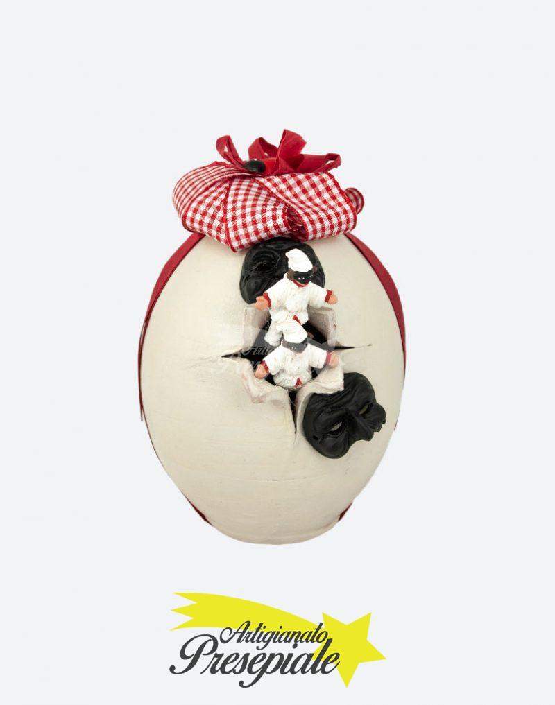 Uovo con maschere e mini pulcinella